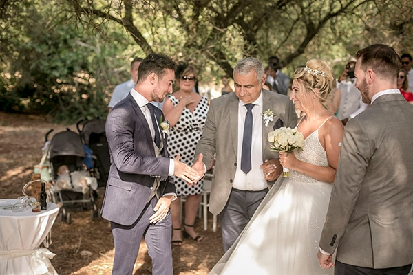 romantic-summer-wedding-wonderful-olive-grove-kefalonia-island_15
