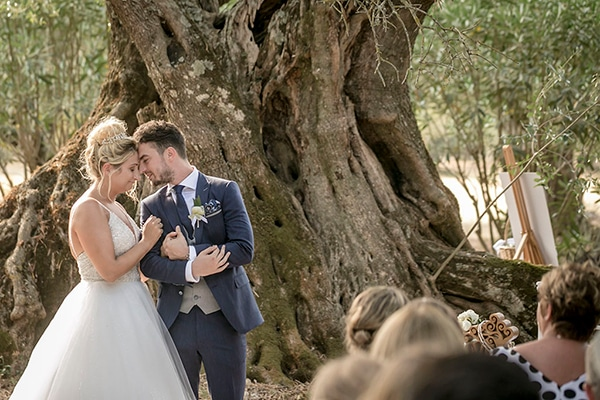 romantic-summer-wedding-wonderful-olive-grove-kefalonia-island_17