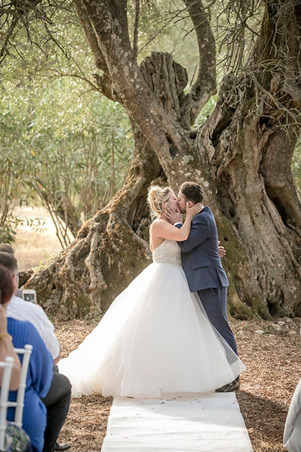 romantic-summer-wedding-wonderful-olive-grove-kefalonia-island_18