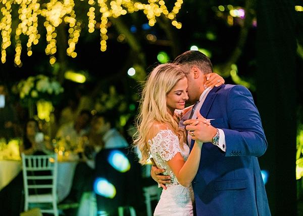 dreamy-elegant-wedding-athens-white-flowers-fairy-lights_14