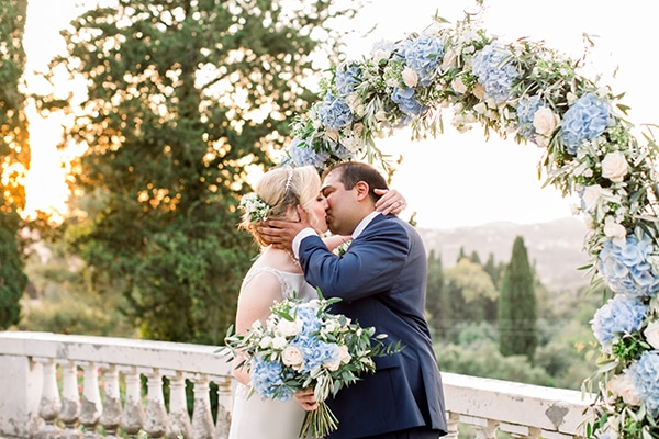 intimate-wedding-corfu-timeless-white-romantic-dusty-blues_12