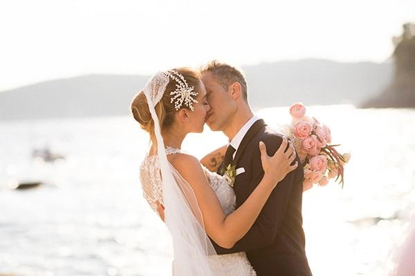 lush-garden-style-wedding-parga-touches-elegance_03x