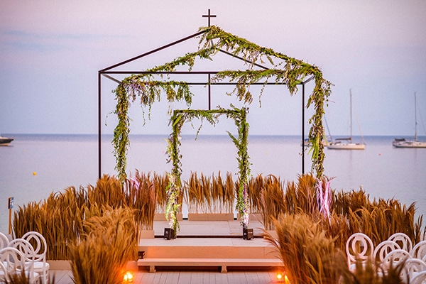 lush-garden-style-wedding-parga-touches-elegance_31x