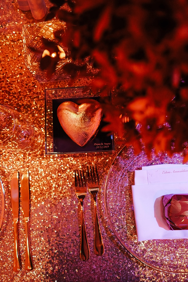 luxe-wedding-limassol-red-gold-accents_13