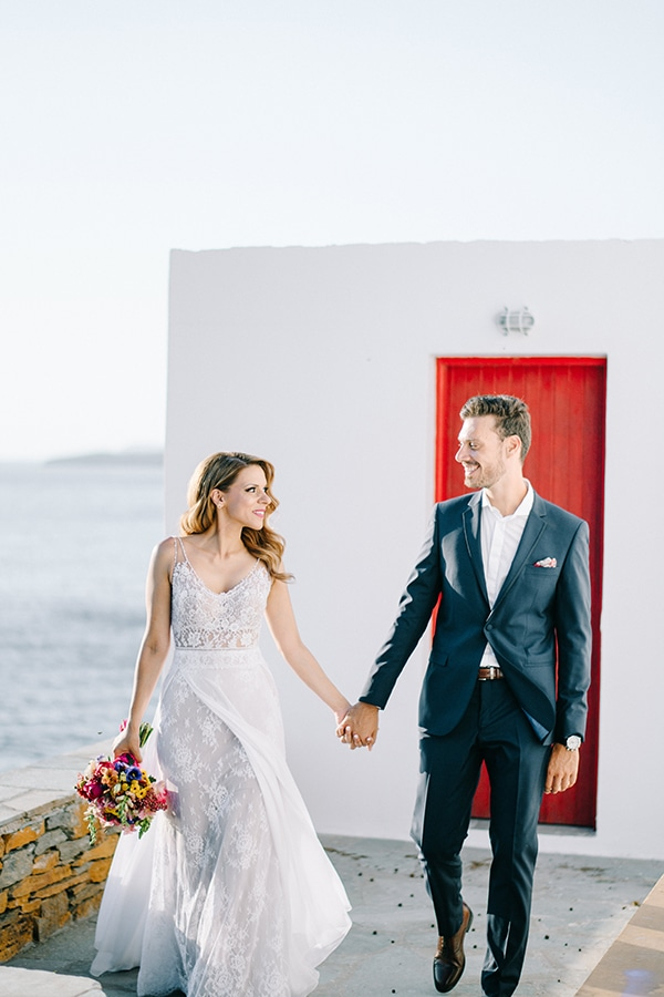 modern-summer-wedding-kythnos-vivid-colors_01x