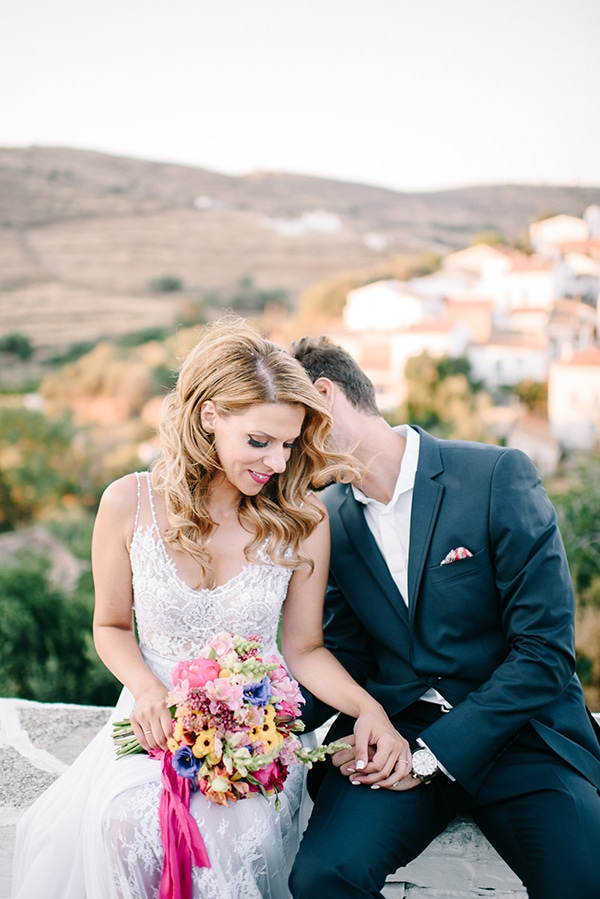 modern-summer-wedding-kythnos-vivid-colors_02