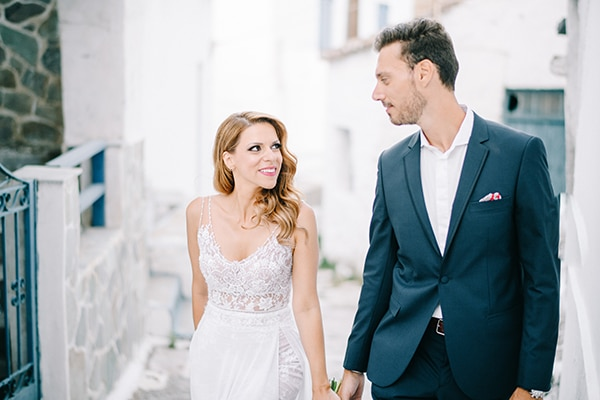 modern-summer-wedding-kythnos-vivid-colors_02x