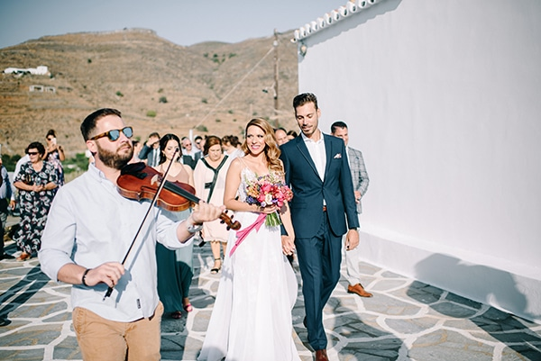 modern-summer-wedding-kythnos-vivid-colors_12