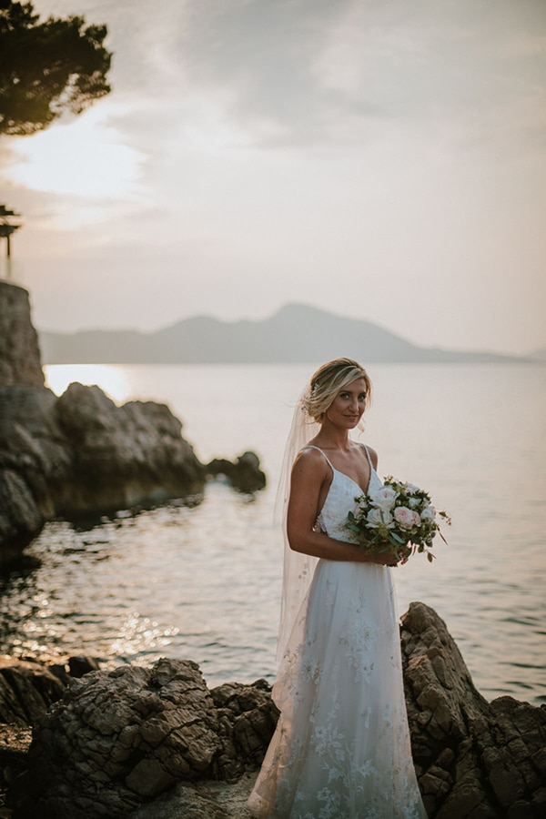 romantic-wedding-croatia-rustic-flair_03x