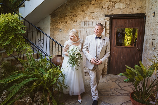 rustic-fall-wedding-vasilias-nikoklis_11