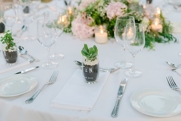 beautiful-outdoor-wedding-succulents-gold-details_18
