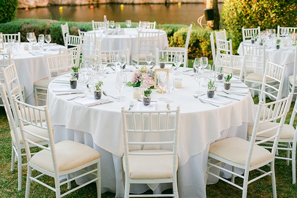 beautiful-outdoor-wedding-succulents-gold-details_19x