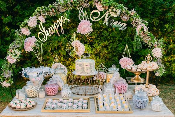 beautiful-outdoor-wedding-succulents-gold-details_22