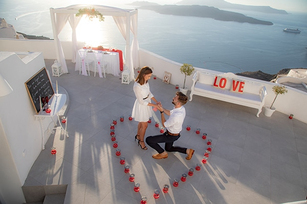 most-romantic-wedding-proposal-video-santorini_01