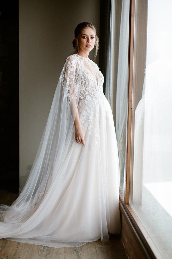 romantic-winter-elopement-warm-colors-cozy-accents-elegant-details_01x