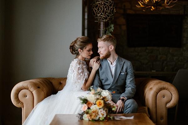 romantic-winter-elopement-warm-colors-cozy-accents-elegant-details_06