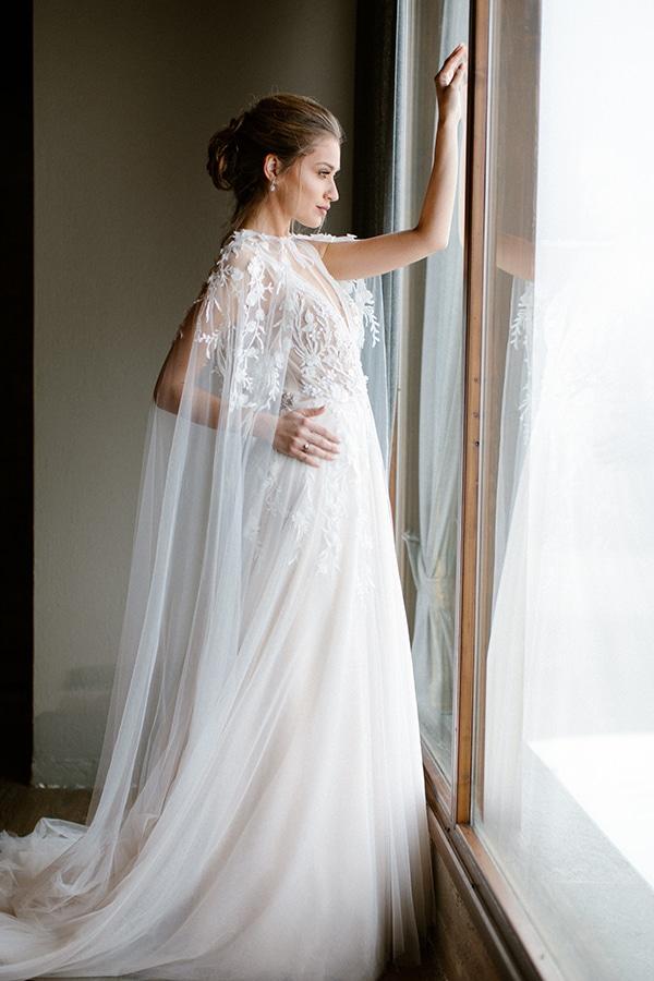 romantic-winter-elopement-warm-colors-cozy-accents-elegant-details_07