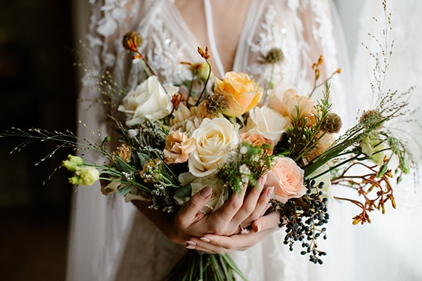 romantic-winter-elopement-warm-colors-cozy-accents-elegant-details_09