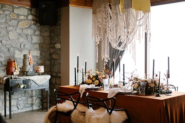 romantic-winter-elopement-warm-colors-cozy-accents-elegant-details_09x