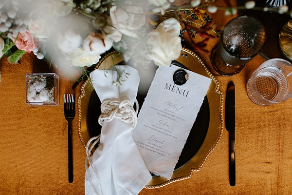 romantic-winter-elopement-warm-colors-cozy-accents-elegant-details_11