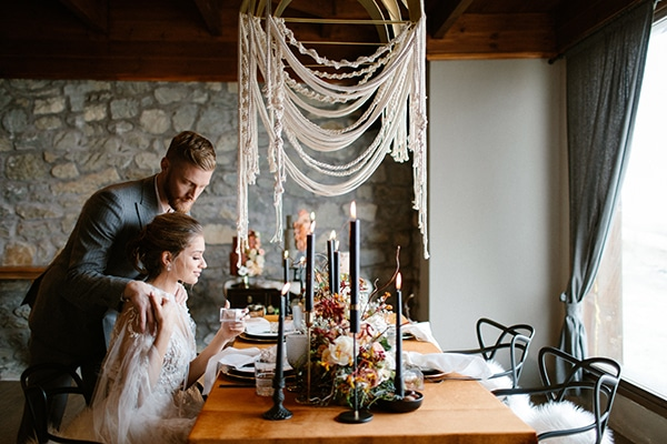 romantic-winter-elopement-warm-colors-cozy-accents-elegant-details_14x