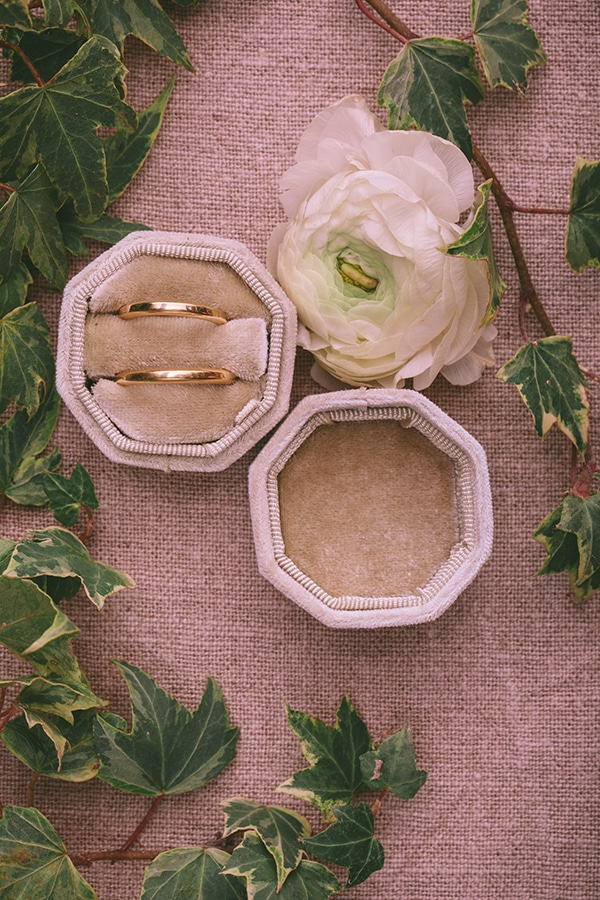 whimsical-styled-shoot-lunaria-soft-color-tones_05