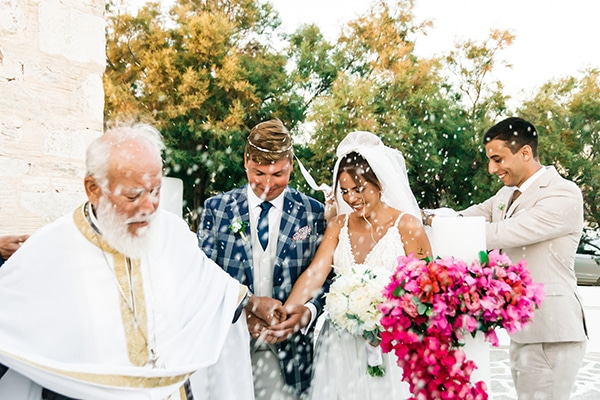 romantic-summer-wedding-paros-bougainvillea_01