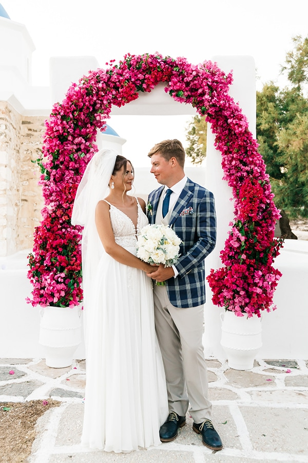 romantic-summer-wedding-paros-bougainvillea_01x