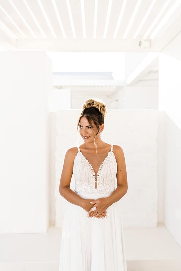 romantic-summer-wedding-paros-bougainvillea_07x