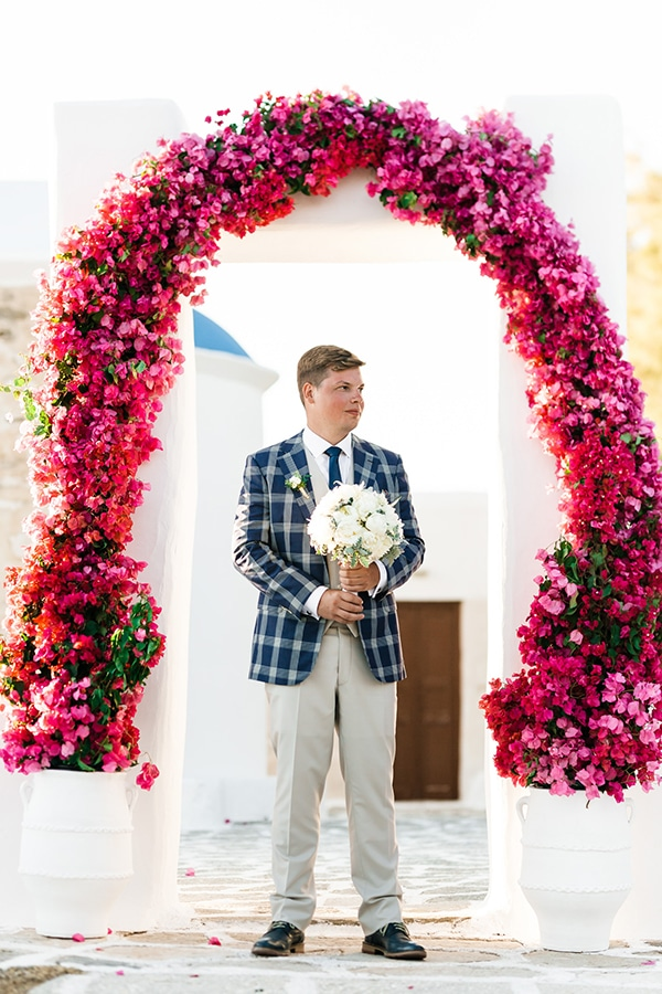 romantic-summer-wedding-paros-bougainvillea_12