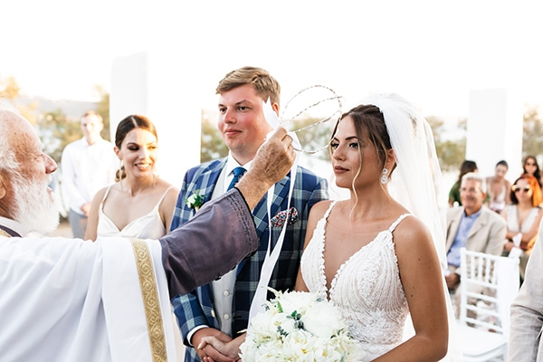 romantic-summer-wedding-paros-bougainvillea_17