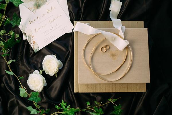 minimal-outdoor-wedding-athens-white-roses-peonies_03