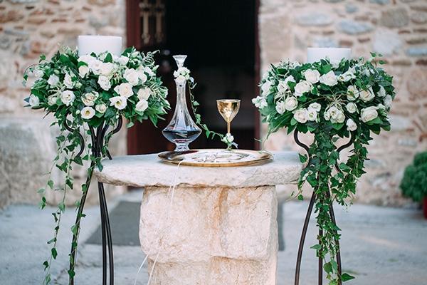 minimal-outdoor-wedding-athens-white-roses-peonies_04x
