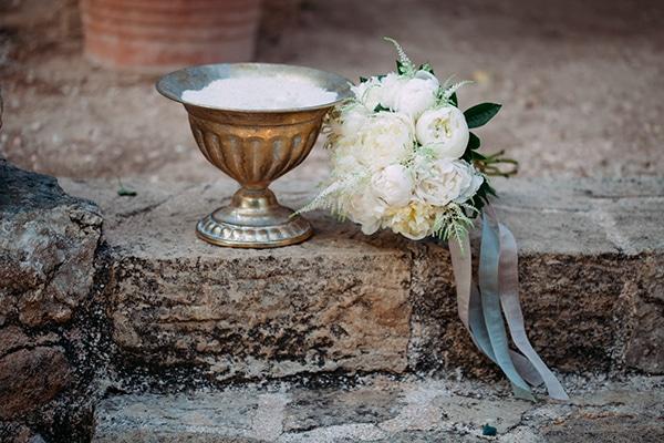 minimal-outdoor-wedding-athens-white-roses-peonies_06