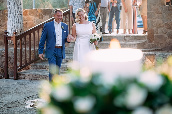 minimal-outdoor-wedding-athens-white-roses-peonies_09