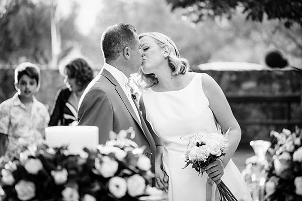 minimal-outdoor-wedding-athens-white-roses-peonies_09x