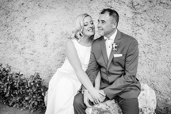 minimal-outdoor-wedding-athens-white-roses-peonies_17
