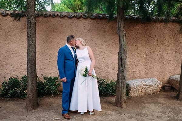 minimal-outdoor-wedding-athens-white-roses-peonies_17x