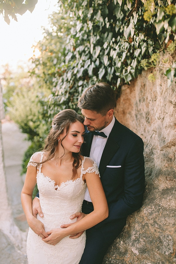 romantic-fall-wedding-athens-white-coral-hues_04