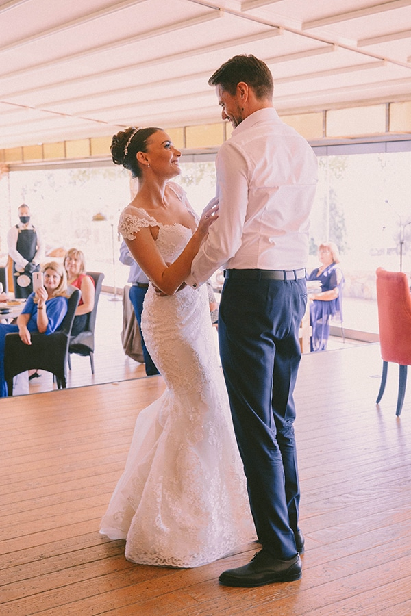 romantic-fall-wedding-athens-white-coral-hues_43w