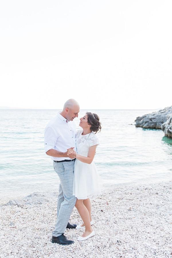 romantic-beach-elopement-Lefkada-island_02