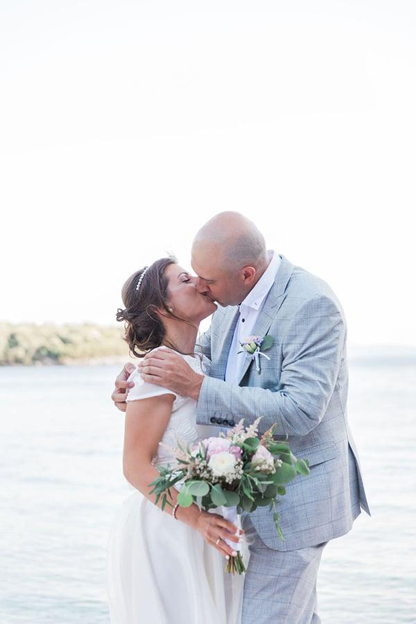 romantic-beach-elopement-Lefkada-island_09x
