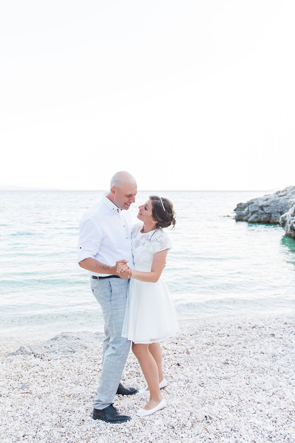 romantic-beach-elopement-Lefkada-island_11