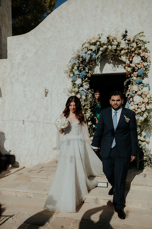 ultimate-romantic-wedding-anassa-hotel-lush-blooms-dusty-blue-tones_26
