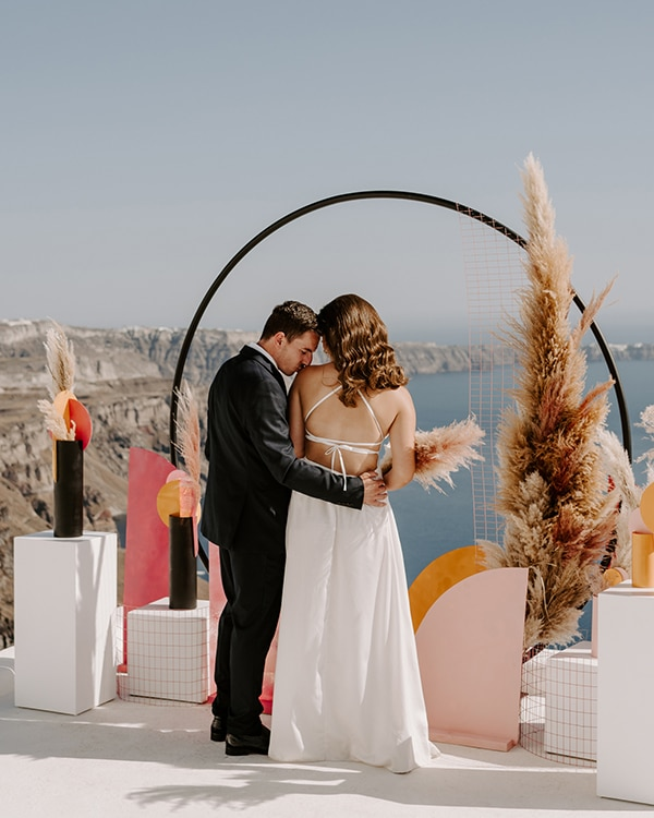 utterly-romantic-elopement-santorini-modern-details_01x
