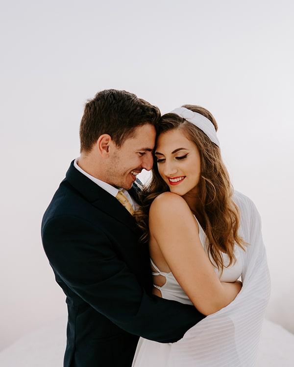 utterly-romantic-elopement-santorini-modern-details_03