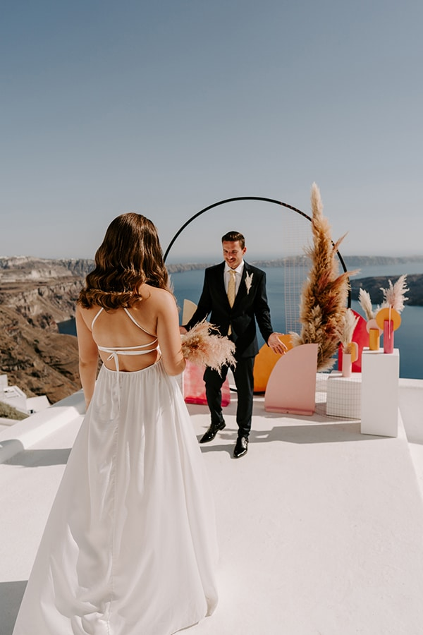 utterly-romantic-elopement-santorini-modern-details_07x