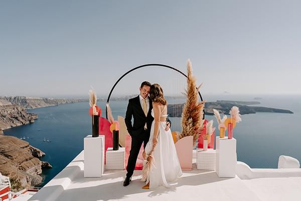 utterly-romantic-elopement-santorini-modern-details_09x