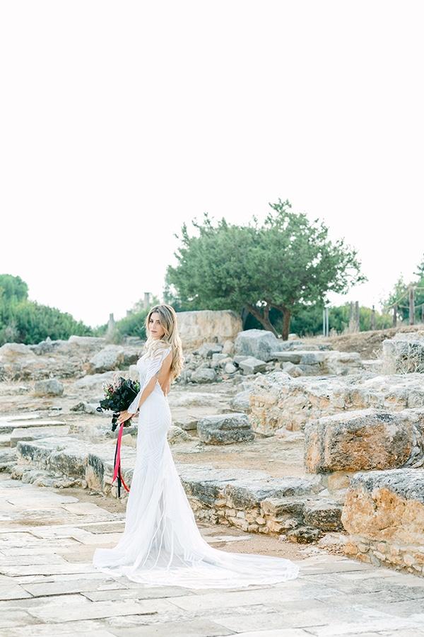 chic-moody-wedding-nicosia-llush-florals-modern-elements_03