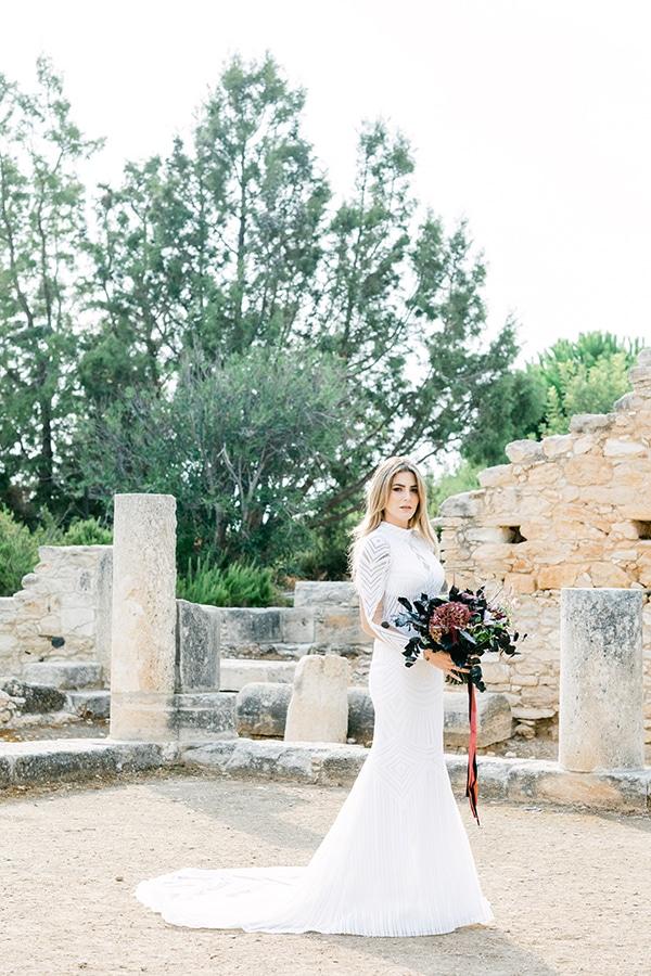 chic-moody-wedding-nicosia-llush-florals-modern-elements_04x